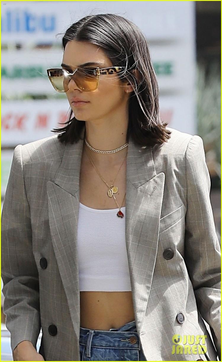 kendall jenner wears a blazer for errand run in beverly hills 05