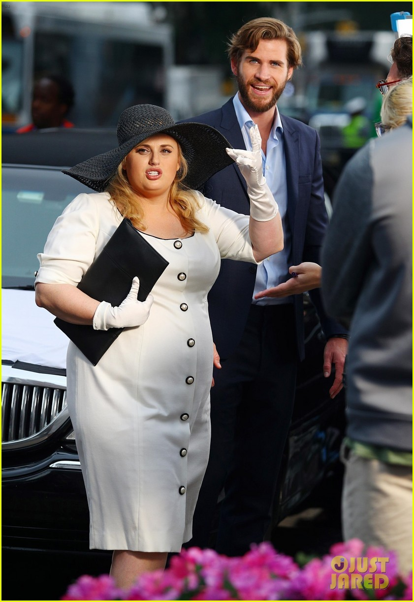 liam hemsworth rebel wilson isnt it romantic 01