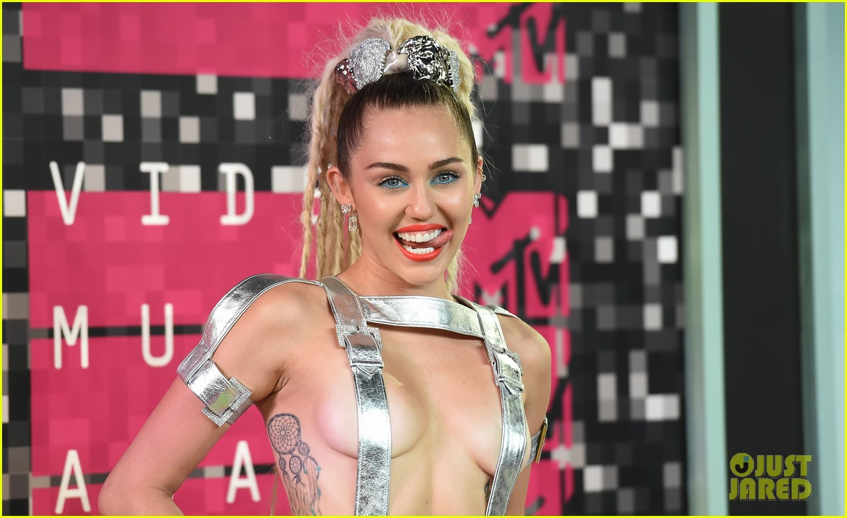 miley cyrus promises to be good at vmas 2017 05