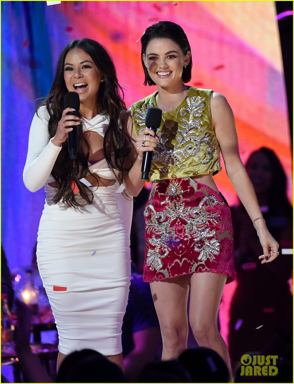 lucy hale janel parrish teen choice awards 2017 01