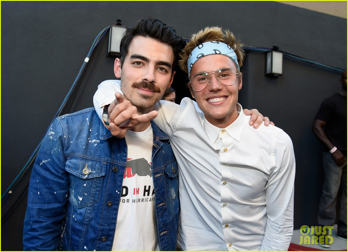 justin bieber joe jonas attend hand in hand event in la 16