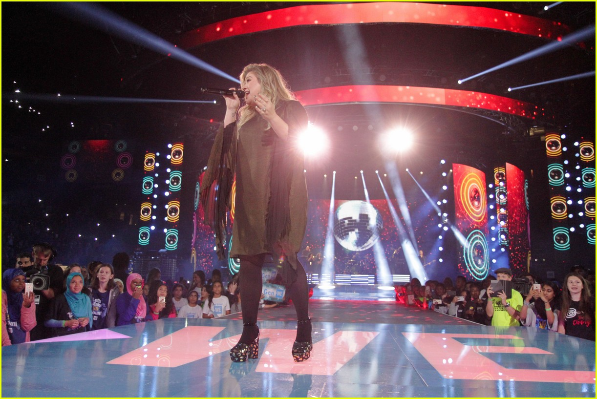 kelly clarkson and vanessa hudgens inspire youth at we day 11