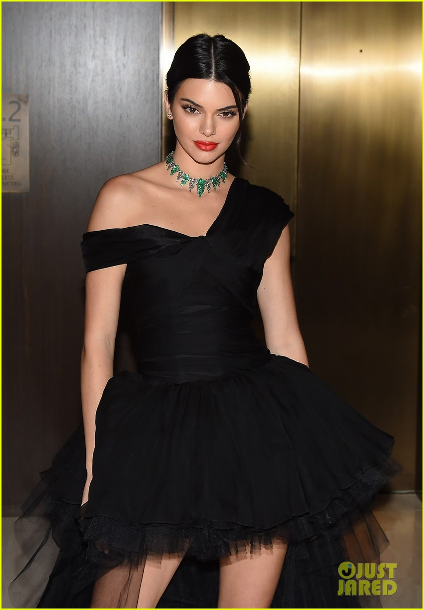 kendall jenner dfw awards valli gown 01