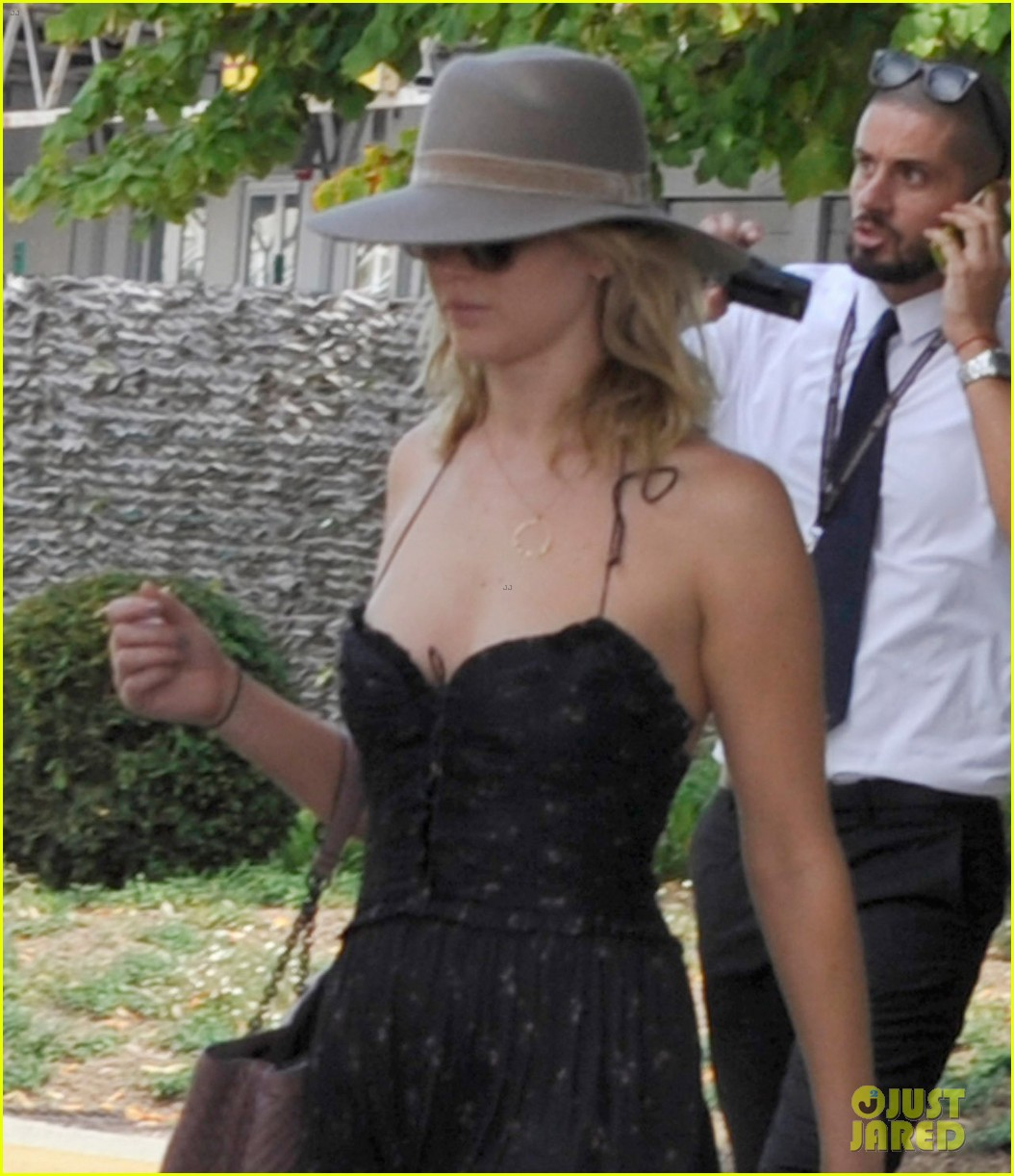 jennifer lawrence arrives for venice film festival with darren aronofsky 10