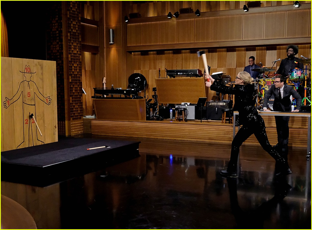 jennifer lawrence axe throwing contest jimmy fallon 02