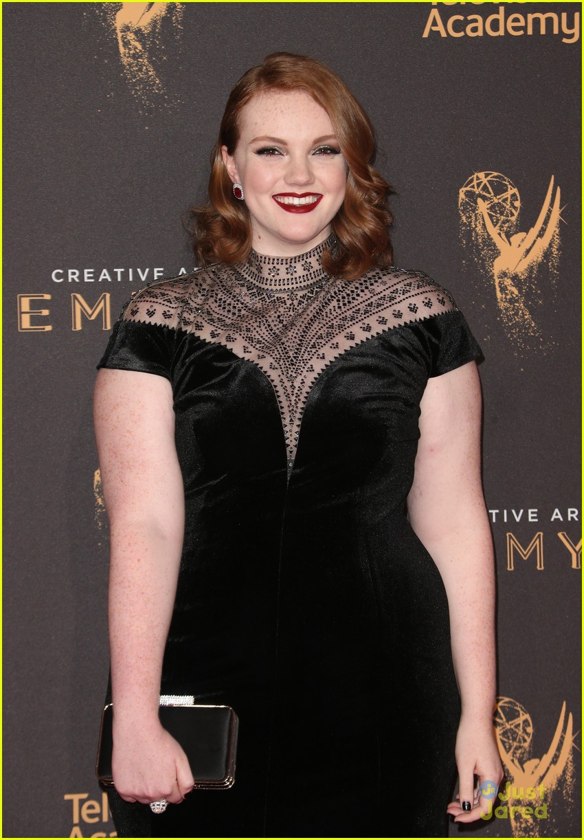 Shannon Purser Glams Up For Creative Arts Emmys 2017 ...