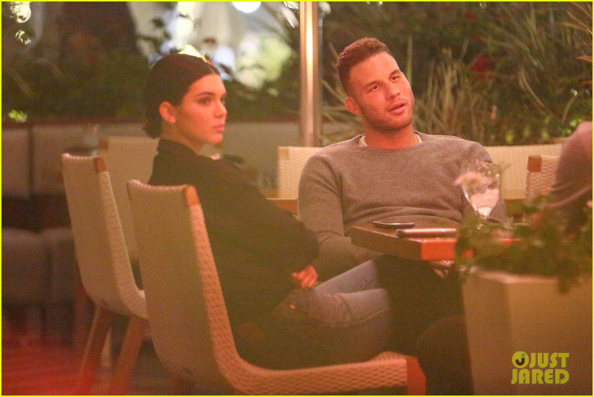 kendall jenner joins blake griffin for dinner in beverly hills 04