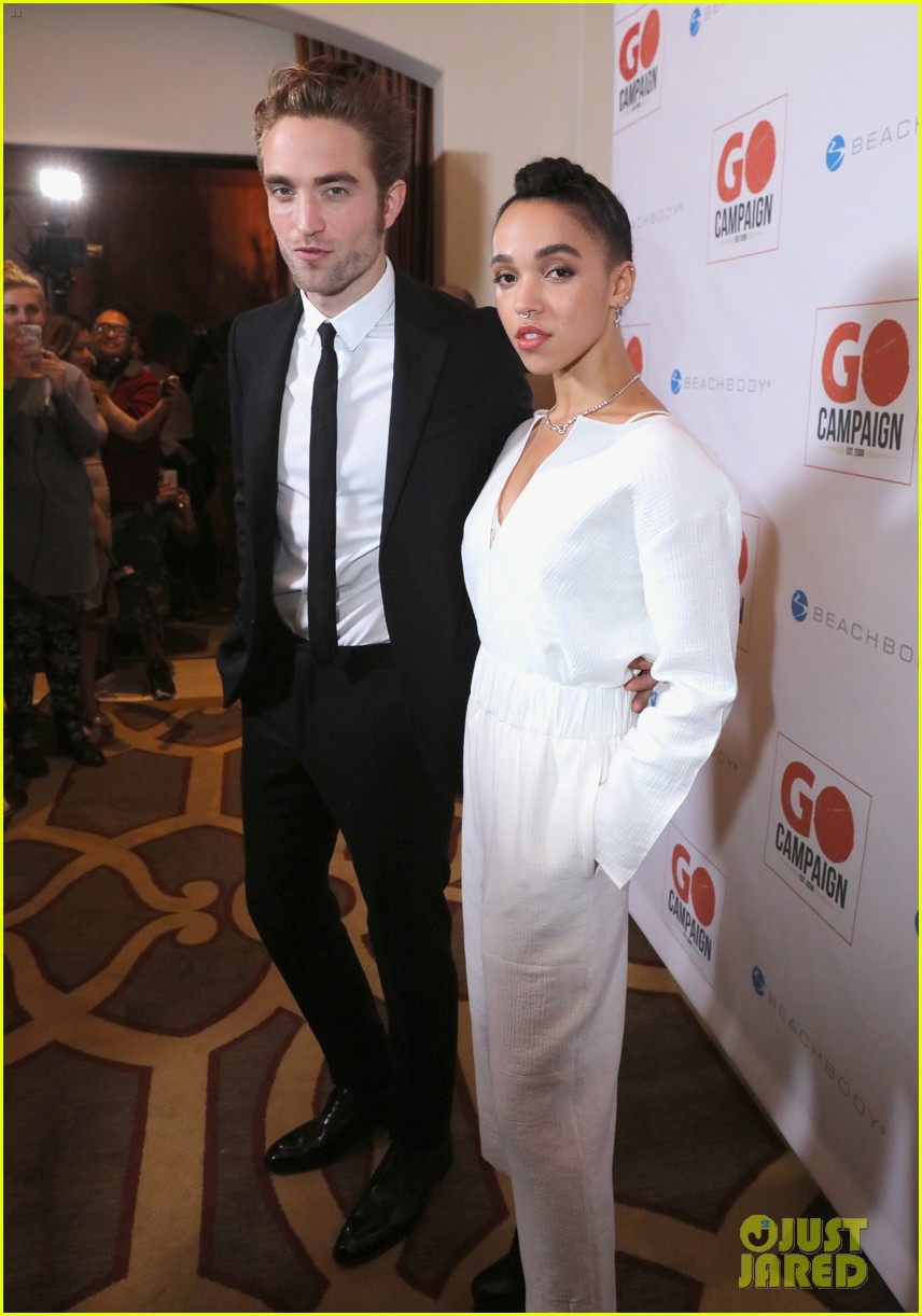 robert pattinson fka twigs split call off engagement 07