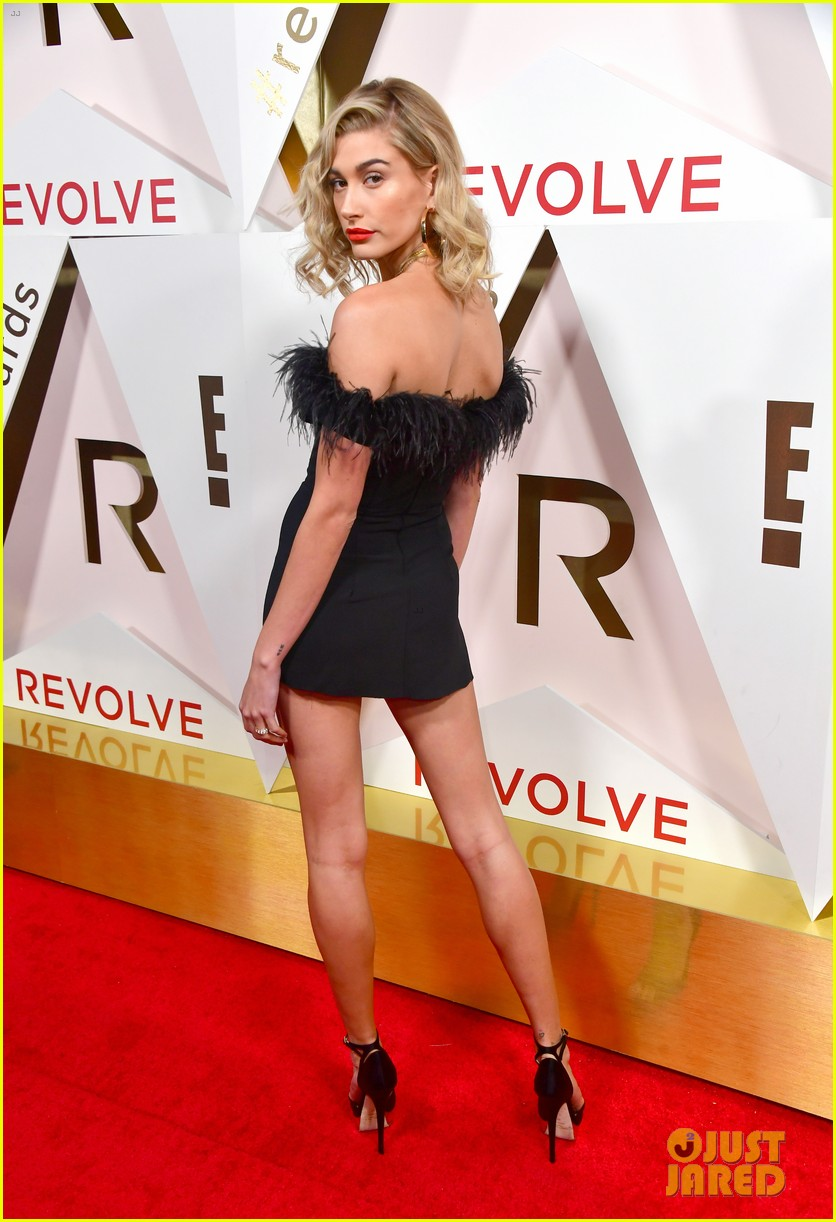 hailey baldwin and shay mitchell are beauties in black at revolve awards 2017 16