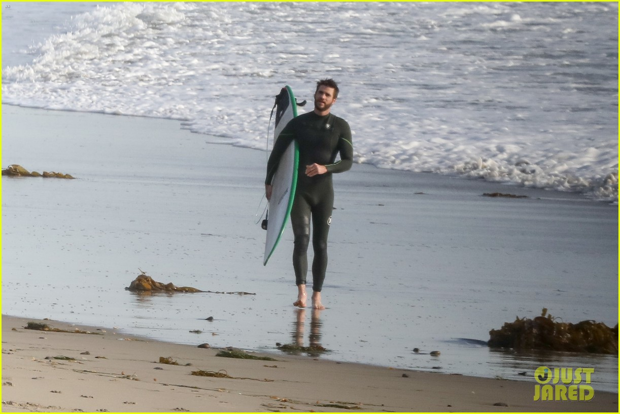 liam hemsworth spends the afternoon surfing in malibu 05