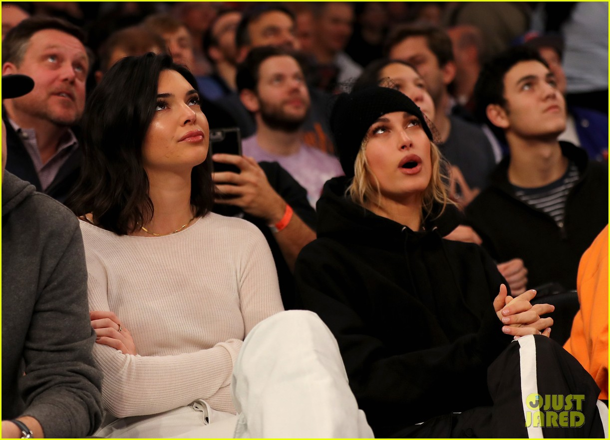 kendall jenner courtside to watch blake griffin 01