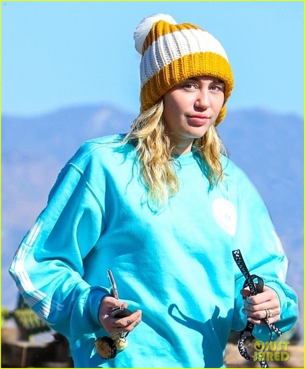 miley cyrus and pup mary jane step out for a hike in la 04