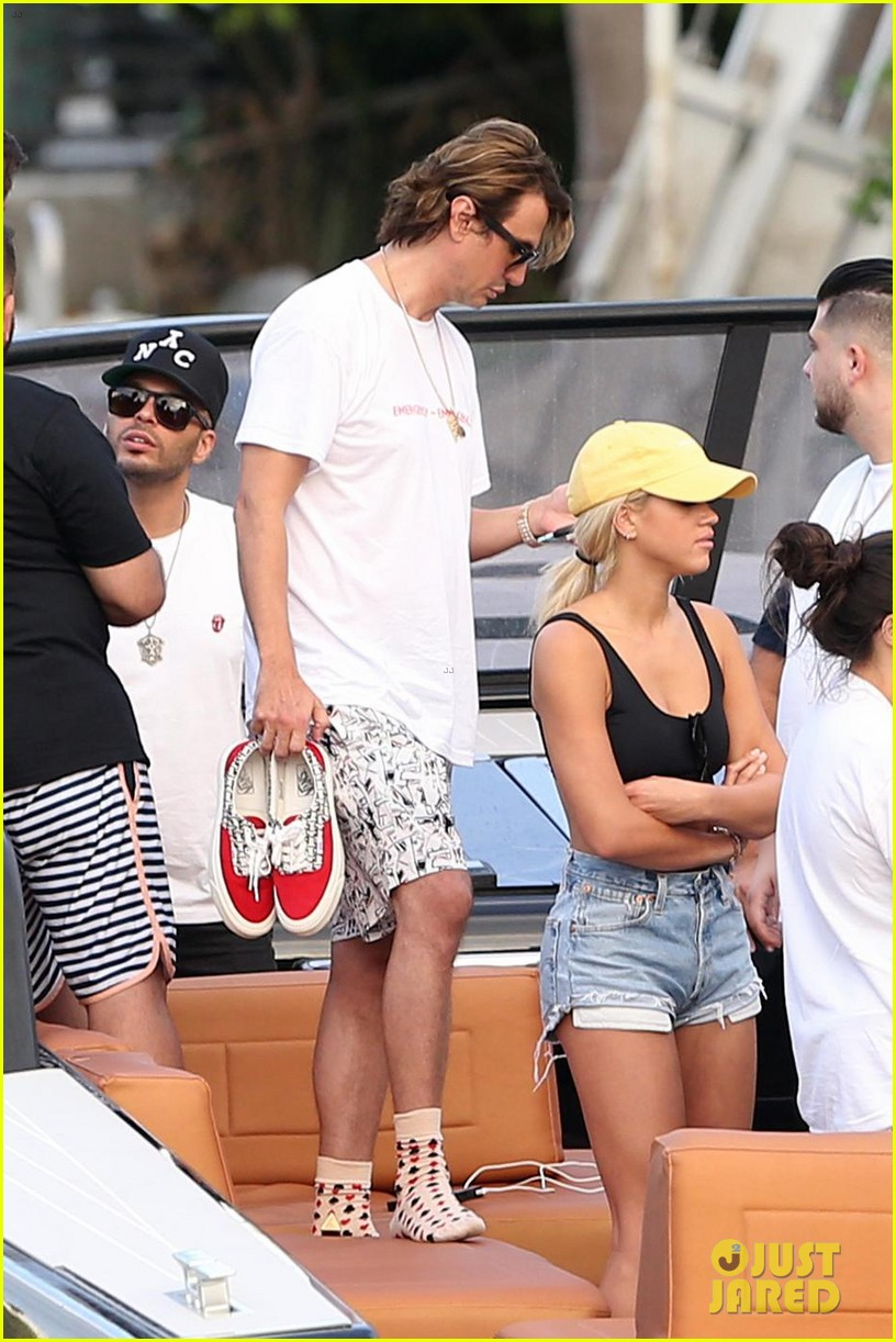 scott disick cuddles up to girlfriend sofia richie at art basel event 07