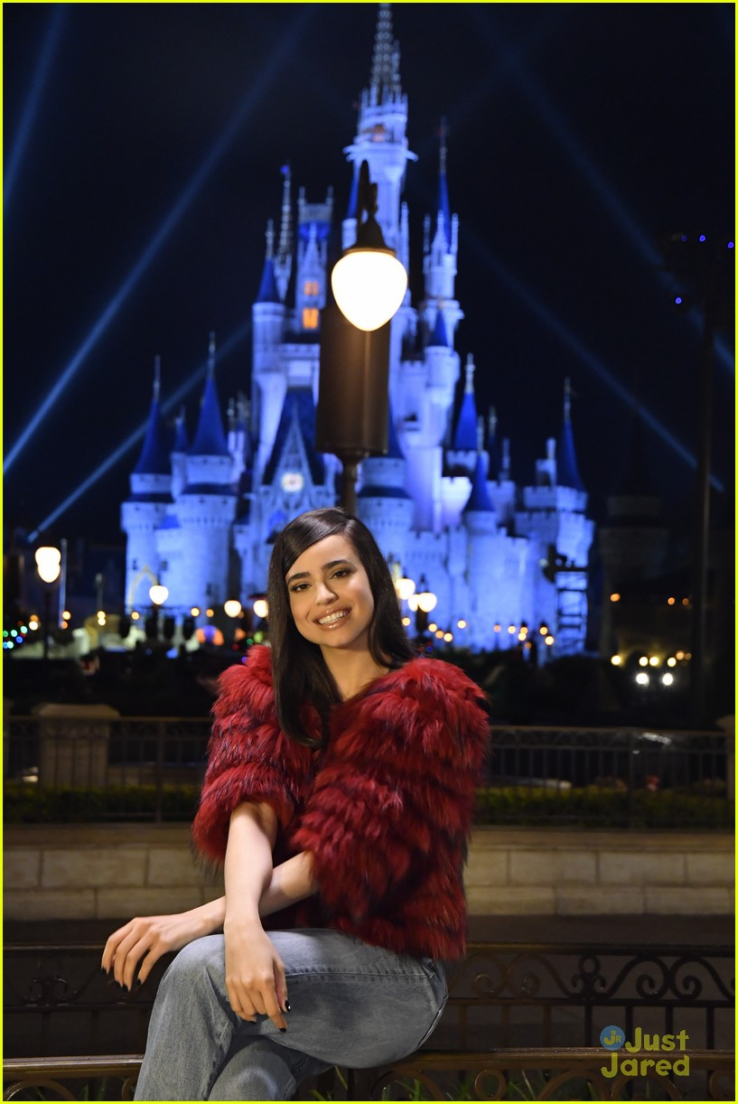 jordan fisher sofia carson decorating disney special 02