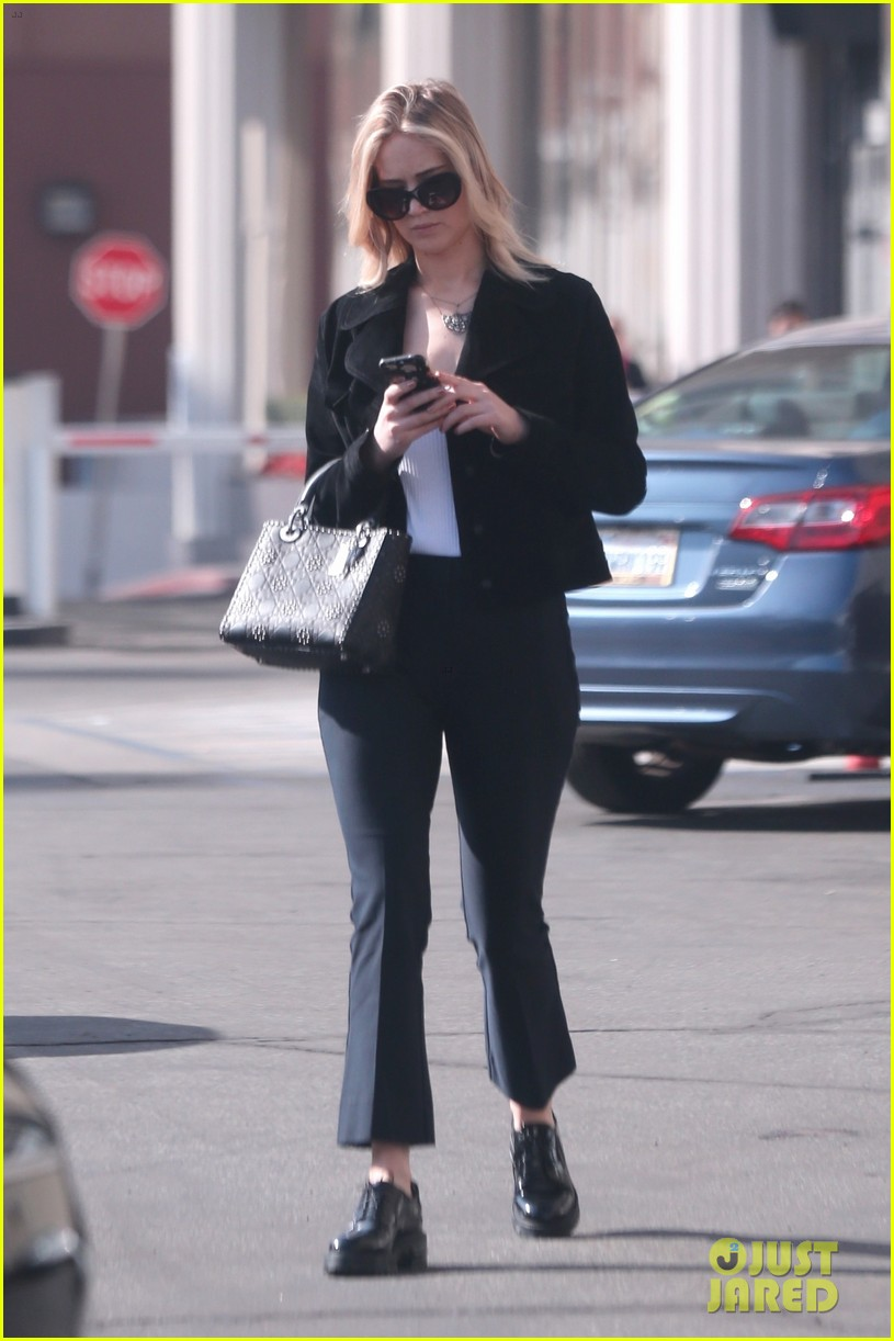 jennifer lawrence running errands in la 03