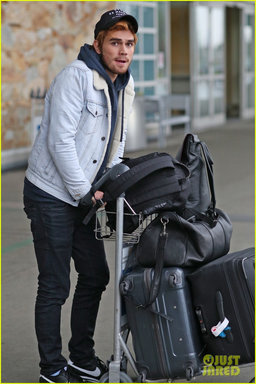 kj apa arrives in vancouver with mystery blonde 02